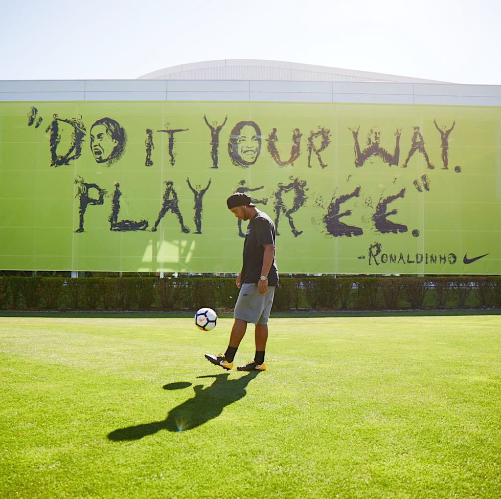 Ronaldinho - PlayFree - Nike Football