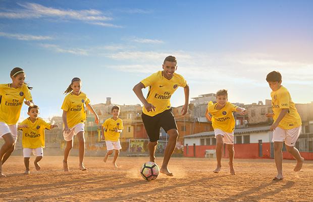 Nike Football - Nouveau maillot extérieur PSG 2017-18 _ Marquinhos