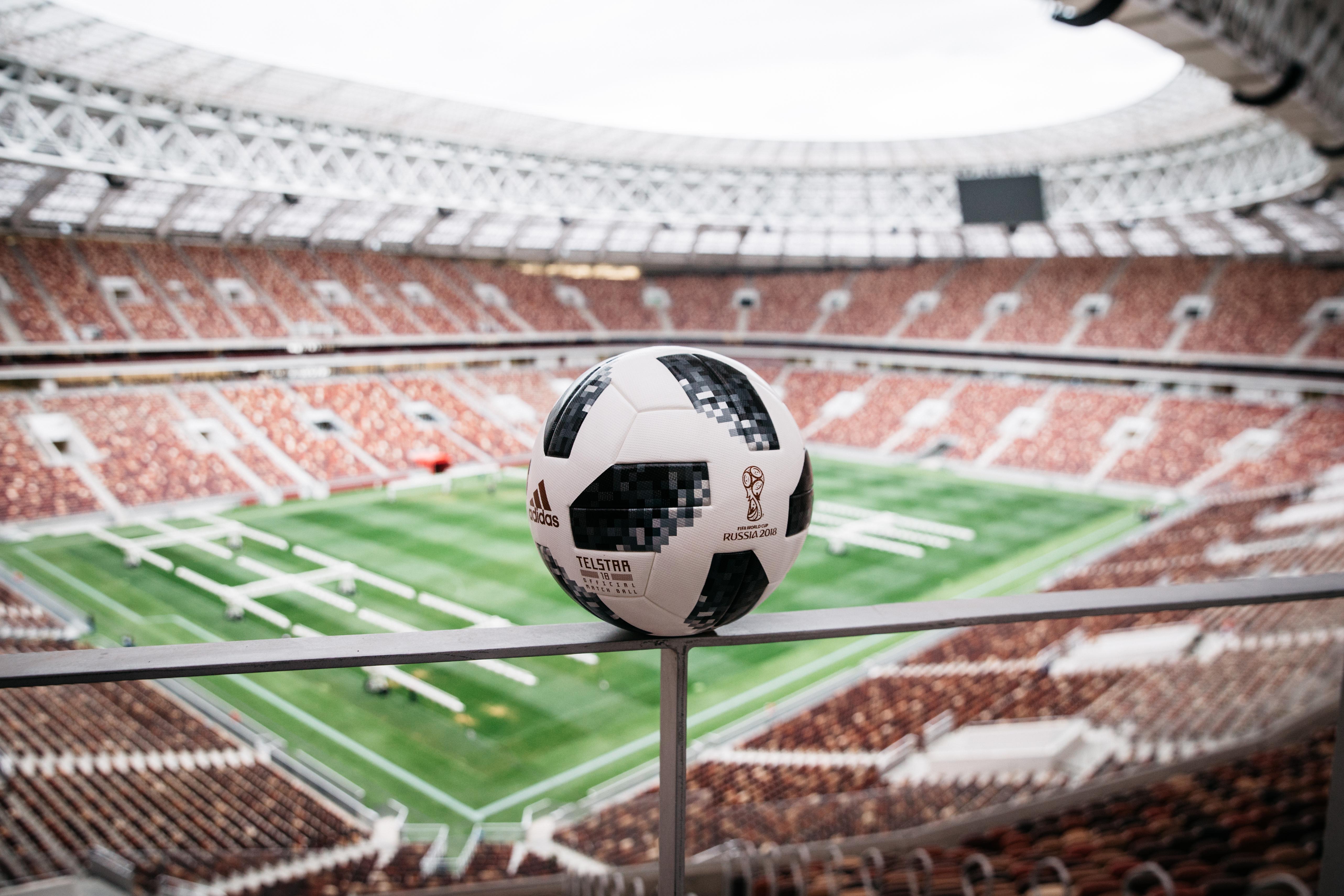 new product 74d1b 8d46e C est à Moscou qu adidas football a dévoilé aujourd hui le ballon officiel  de la Coupe du Monde de la FIFA, Russie 2018. En effet, l été prochain, ...